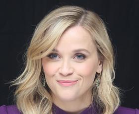 Reese Witherspoon nam je pokazala, kako nositi črno obleko