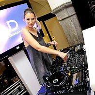 Katja Kozlevčar, izvršna urednica Elle,  se odziva tudi na ime DJ Katarza in Elle večer je bil njen (foto: Profimedia)
