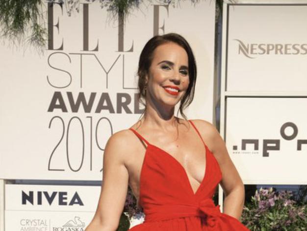 Lorella Flego nas je očarala v prelepi rdeči obleki - Foto: Promo material