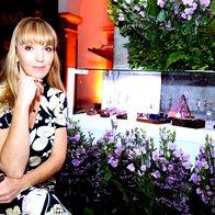 Urednica mode in lepote Elle Petra Windschurer je na dogodku nosila unikaten nakit BariArt (foto: Profimedia)