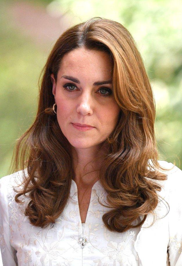 V fotogaleriji si oglejte vse stajlinge, ki jih je Kate nosila na kraljevi turneji.