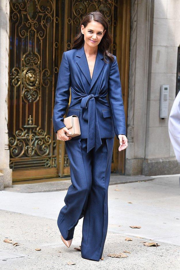 Zelo široke hlače bomo to jesen nosili kot Katie Holmes - Foto: Profimedia