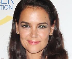 Katie Holmes z izbiro šminke dokazuje, da lahko pomladne barve nosimo tudi jeseni