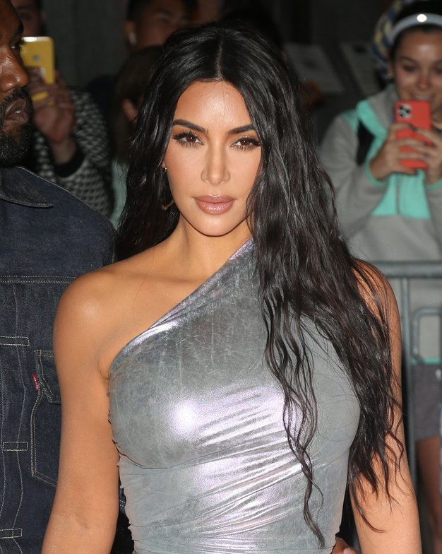 To so edine hlače, ki jih potrebujete ta trenutek, narekuje Kim Kardashian - Foto: Profimedia