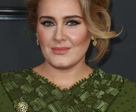 Adele je po ločitvi neprepoznavna! Tako je videti sedaj
