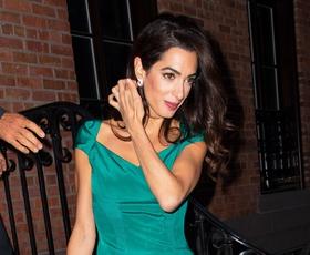 Amal Clooney nas je navušila z modno kombinacijo te jeseni (in zime)