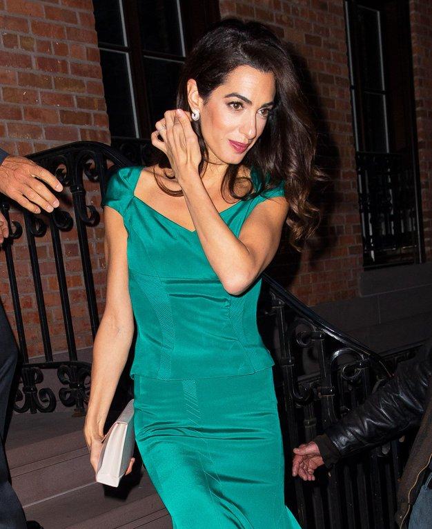 Amal Clooney nas je navušila z modno kombinacijo te jeseni (in zime) - Foto: Profimedia