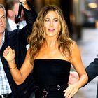 Jennifer Aniston je poskrbela, da je mala črna oblekica kul kot še nikoli doslej