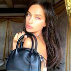 Irina Shayk nas je navdušila z drzno modno kombinacijo