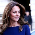 Kate Middleton nas je očarala v prelepi modri obleki