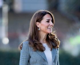 Kate Middleton nas je očarala z božičnim stajlingom