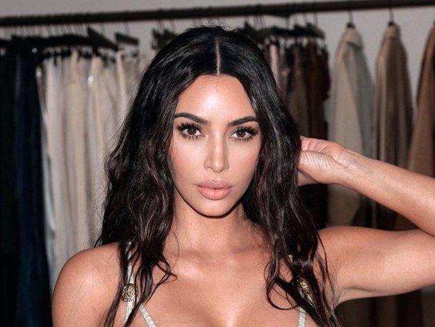Poglejte modno zimsko jakno, ki jo je nosila Kim Kardashian - Foto: Profimedia