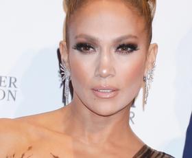 Jennifer Lopez nam je vzela dih v prelepi večerni obleki
