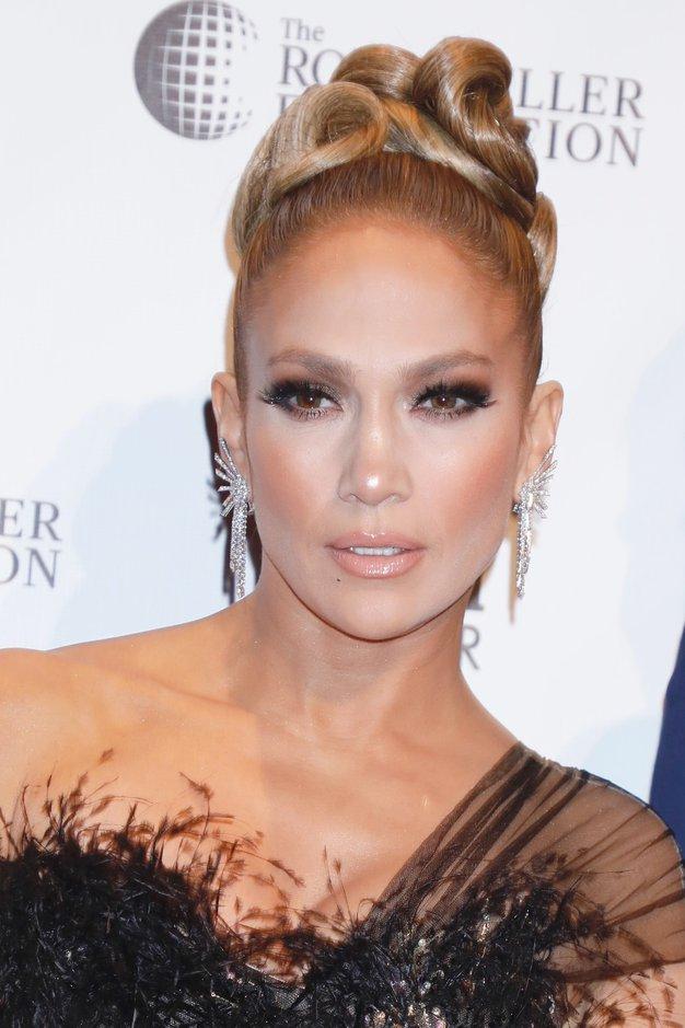 Jennifer Lopez nam je vzela dih v prelepi večerni obleki - Foto: Profimedia