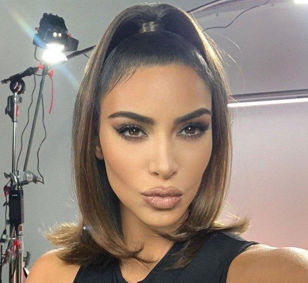 Kim Kardashian tokrat izbrala najbolj konservativen videz doslej - Foto: Profimedia