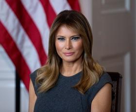 Poglejte, v kakšnem outfitu je volila Melania Trump