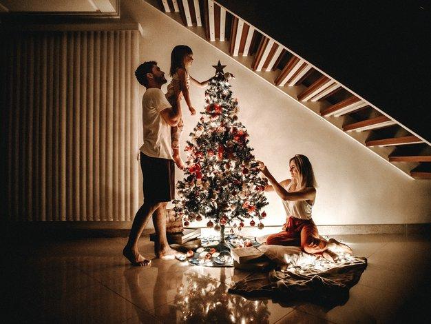 Decembrski prazniki: prisiljena sreča in prisila povezanosti (kolumna Maje Megla) - Foto: Unsplash