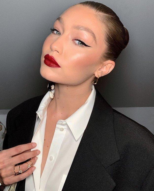 Gigi Hadid je oblekla čudovit kostim (kot nalašč za december) - Foto: Profimedia