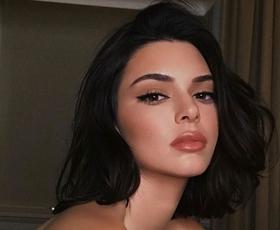 Kendall Jenner nam je postregla z idejo za stajling za novoletni večer