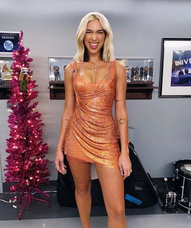 Na gostovanju v šovu The Tonight Show je nosila Atelier Versace. Povedala je, da je to njen sanjski outfit.