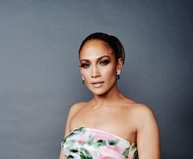 Jennifer Lopez nas je osupnila v čudoviti rožnati obleki