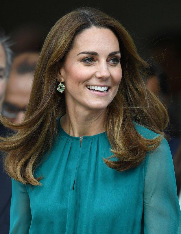 Kate Middleton očarljiva v vzorčasti obleki - Foto: Profimedia