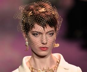 Dior osupnil s pomladno kolekcijo visoke mode z globokim sporočilom