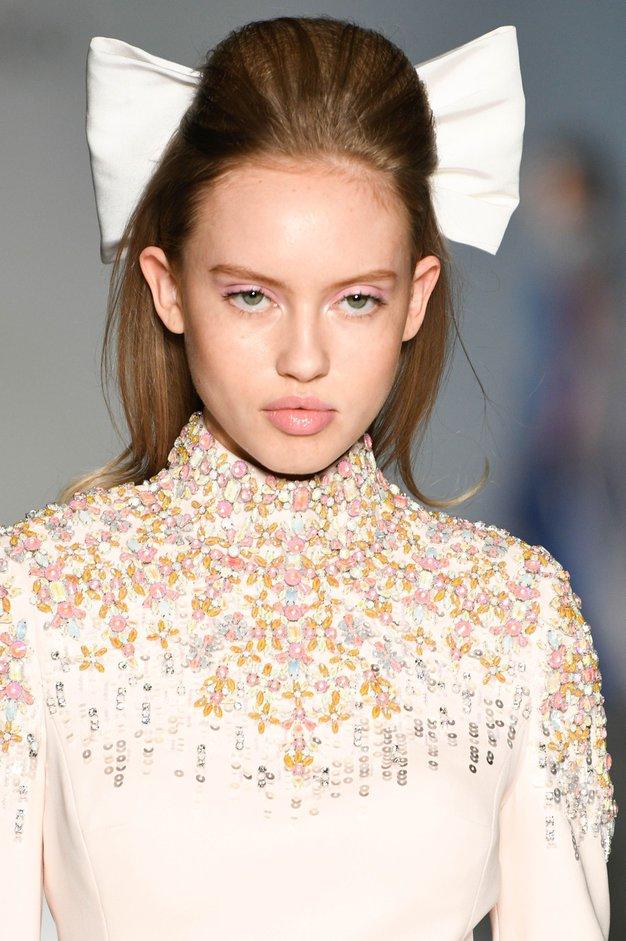 V fotogaleriji si oglejte pomladno kolekcijo visoke mode.