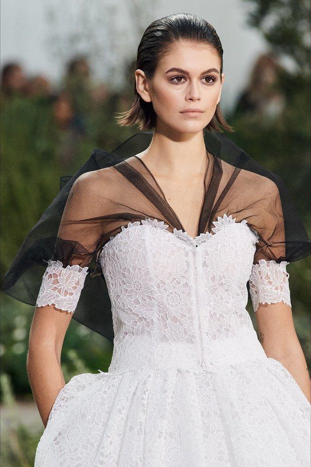 Osupljiva Chanelova kolekcija visoke mode se tokrat ozira v otroštvo Coco Chanel - Foto: Profimedia