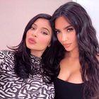 Kylie Jenner je razkrila trik z maskaro, ki bo za vedno spremenil vašo lepotno rutino