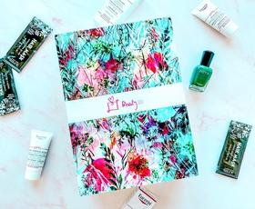 Januarski Beauty Box je postregel z lepotnimi trendi, ki se jih lahko veselimo v letu 2020