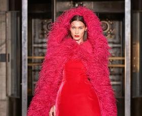 Oglejte si najlepše kreacije z modne revije Oscar de la Renta