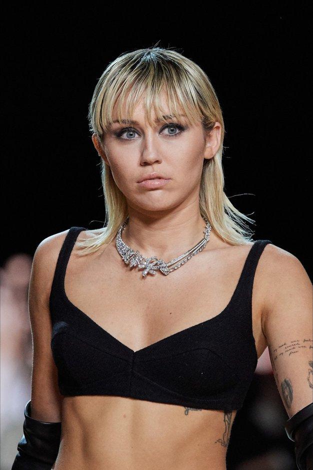 Miley Cyrus se je sprehodila po modni pisti Marca Jacobsa - Foto: Profimedia