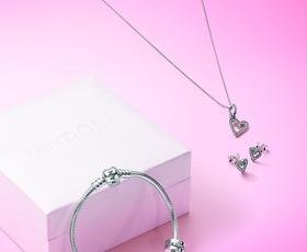 Ste tudi vi zaljubljeni v nakit Pandora? Izkoristite posebno akcijo