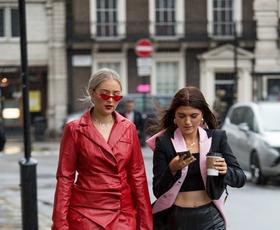 Najlepši in najbolj drzni stajlingi z ulic modnega tedna v Londonu