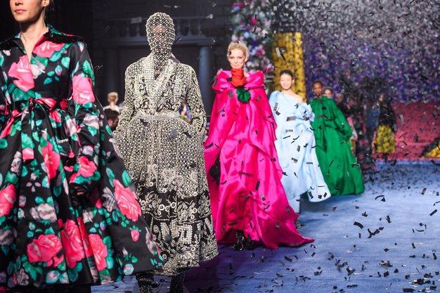 Najbolj odmevne modne revije, ki smo jih obiskali na modnem tednu v Londonu - Foto: Profimedia