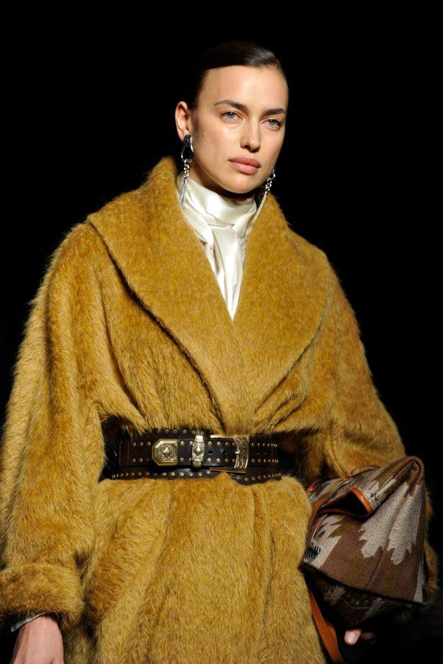 To je najbolj priljubljena pričeska z milanskega tedna mode (+ kako jo posnemati) - Foto: Profimedia