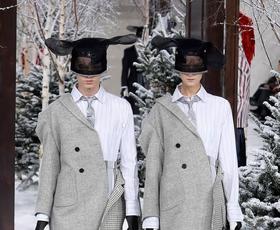 Ekskluzivno iz Pariza: Oglejte si viralen trenutek z modne revije Thom Browne