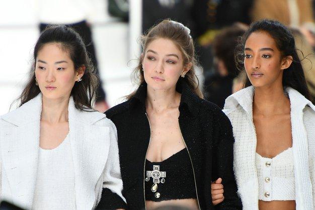 Sponke za lase bomo nosili tako, napoveduje Chanel - Foto: Profimedia