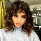 Selena Gomez se je pravkar postrigla kot Rachel iz serije Prijatelji! Poglejte, kako ji pristoji