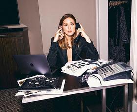 Kako se obleči za delo od doma? Tukaj je 13 izvirnih rešitev