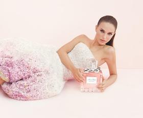 LVMH bo v svojih tovarnah namesto parfumov proizvajal razkužila za roke