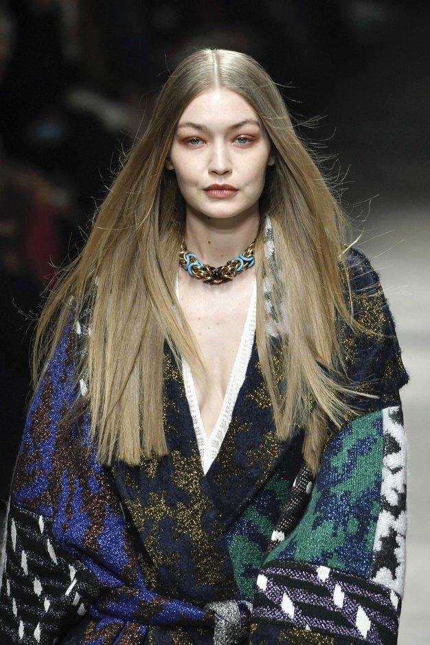 Gigi Hadid je postala rdečelaska! Poglejte, kako je videti z novo frizuro - Foto: Profimedia