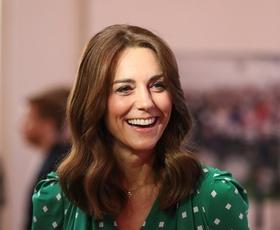 Kate Middleton med karanteno nosi ta pulover iz Zare