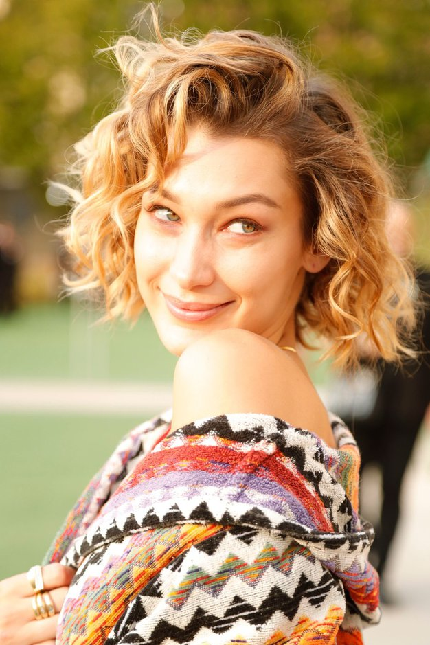 Največji pomladni trendi z modnih revij, ki si jih boste želeli posnemati takoj - Foto: Profimedia