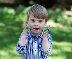 Poglejte prisrčne nove fotografije, ki jih je na 2. rojstni dan princa Louisa delila Kate Middleton