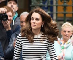 Kate Middleton sedaj prisega na to majico, ki nikoli ne gre iz mode