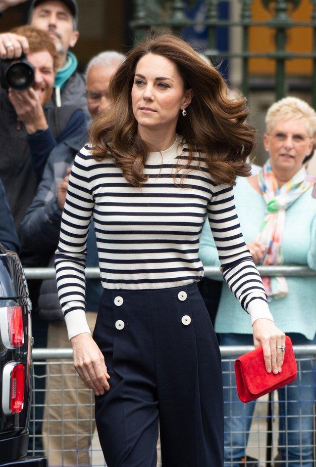 Kate Middleton sedaj prisega na to majico, ki nikoli ne gre iz mode - Foto: Profimedia