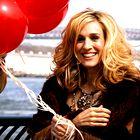 20 najbolj ikoničnih stajlingov Carrie Bradshaw (Seks v mestu)
