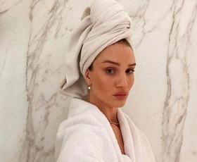 Razkrivamo, kako pogosto bi si morali v resnici umivati lase. Odgovor vas bo presenetil
